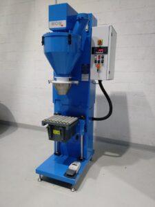 Machine semi-automatique de remplissage de produits chlorés secs - MOM Packaging